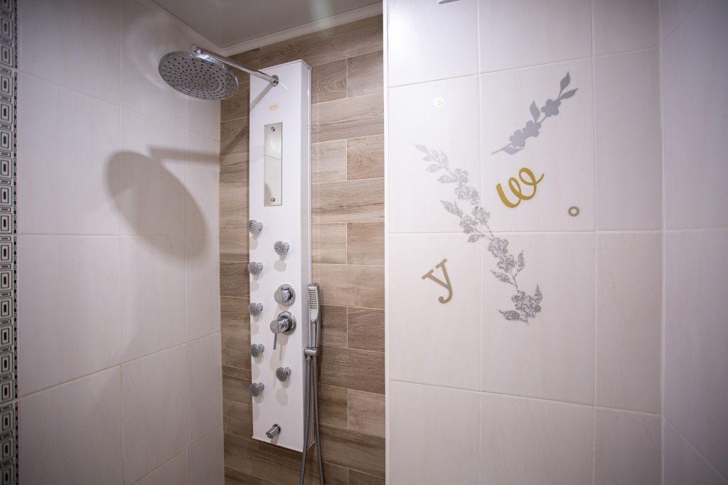 """Душ в самостоятелна баня на стая в защитено жилище за лица с психични разстройства """"Свети Рафаил"""""""